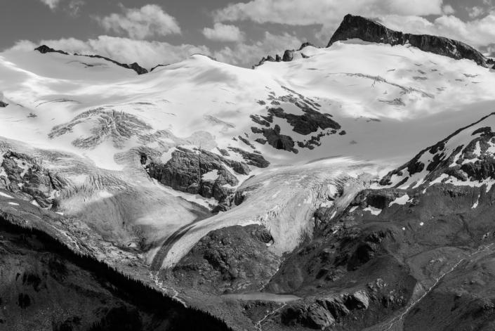 Glacier au dessus du lac Garibaldi au Canada